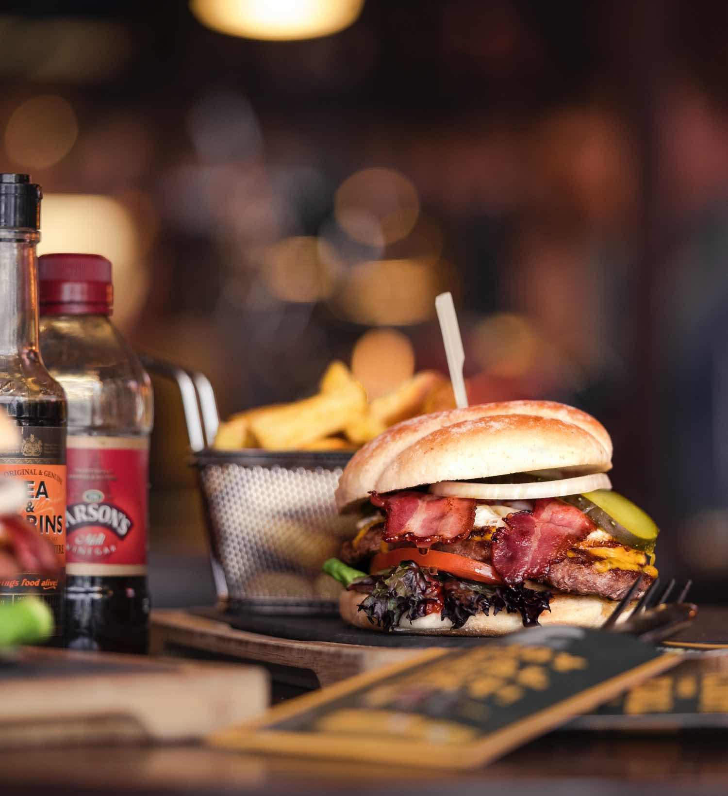 Angerichteter Burger vom Pickwick Pub